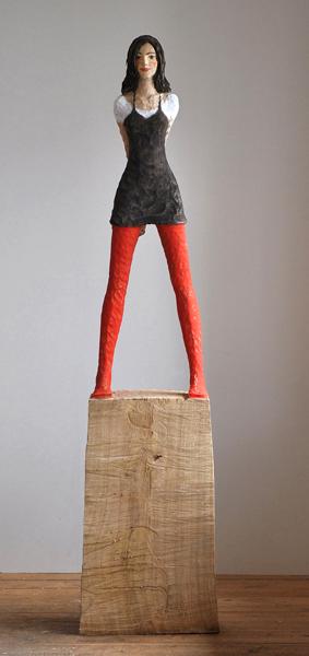 Rote Strümpfe, Eiche, Pigment, 2009, 195 cm